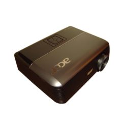 Projektor Beamer mit 4000 Ansi Lumen Schrägansicht