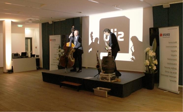 Bühne mieten in Wien für Podiumsdiskussion Pressekonferenz und Ansprachen aller Art - Eventtechnik gezielt in Szene setzen